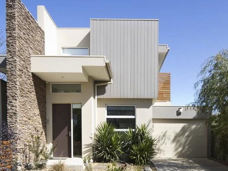 A past house sitting assignment saw Nicole & Michael enjoy this modern house