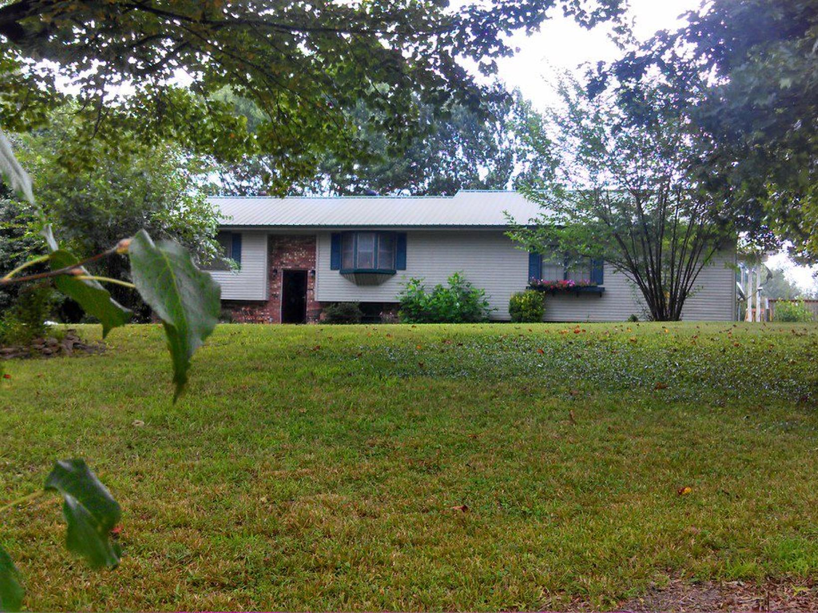 Housesitting assignment in Oneida, Tennessee, United States
