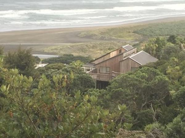 Housesitting assignment in Piha, New Zealand