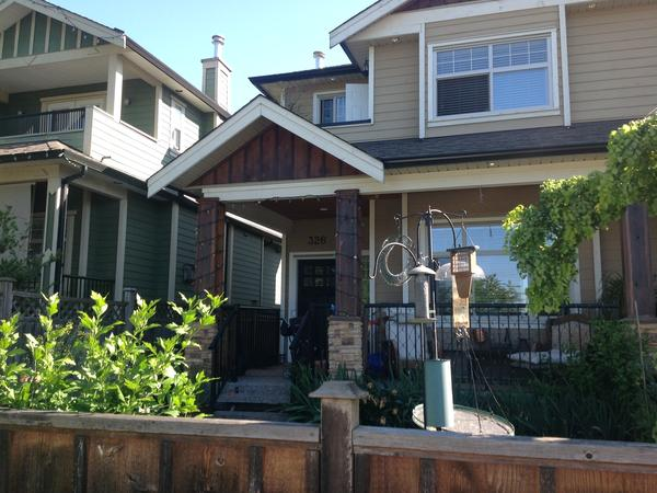 Pet sitting for 2 cats in beautiful North Vancouver, BC Canada - House sitter Found!