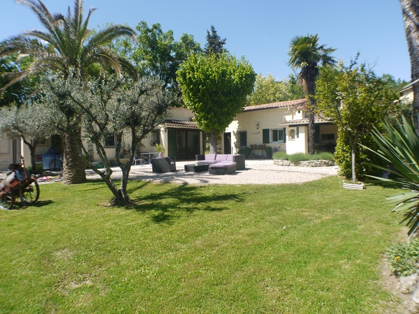 Villa with Pool, Dog, Cat and large garden in Fayence South of France
