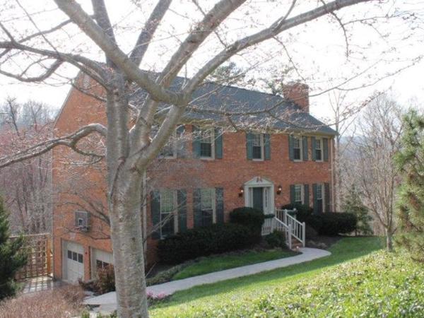 Housesitting assignment in Roanoke, Virginia, United States