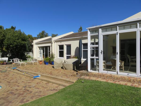 Housesitting assignment in Constantia, South Africa