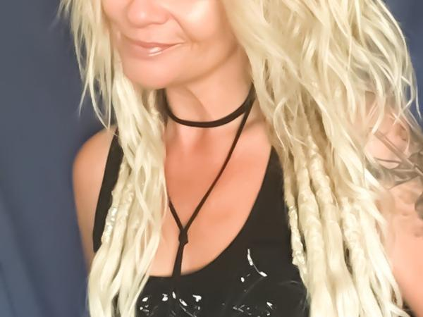 Lisa from Strathroy, Ontario, Canada