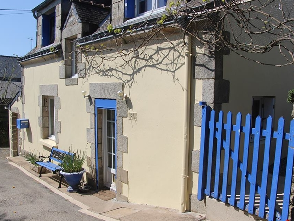 House/Pet Sitter/s needed, in rural Brittany, France