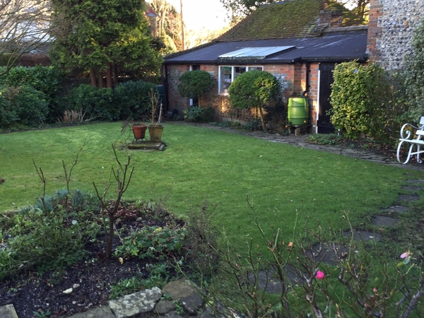 House sitter required from 19/20 June 2015 in  Steyning