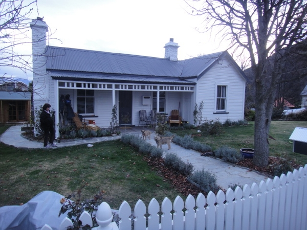 Historic Arrowtown with Bonnie & Bruen 2 Border Terriers,  who need loving housesitters/walkers