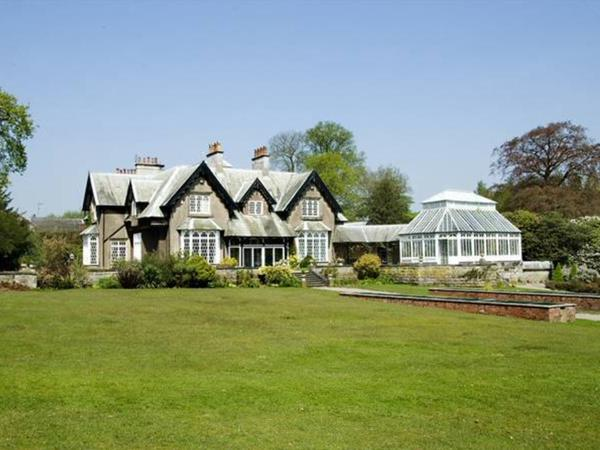 Lovely grade 2 listed Manor House  set within beautiful grounds and 3 daft dogs needing lots of fuss