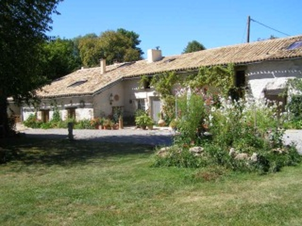 Housesitting assignment in Jazeneuil, France
