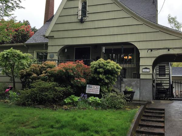 Sitter for nice NE Portland home w 2 friendly dogs