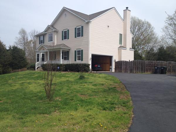 Housesitting assignment in Potomac Falls, Virginia, United States