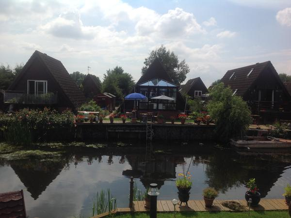 Delightful marina lodge in open countryside near Cambridge