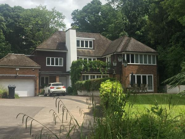 Housesitting assignment in Gerrards Cross, United Kingdom