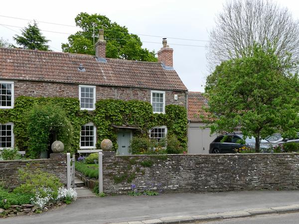 Beautiful cottage in a lovely village, with friendly spaniel. North of Bristol