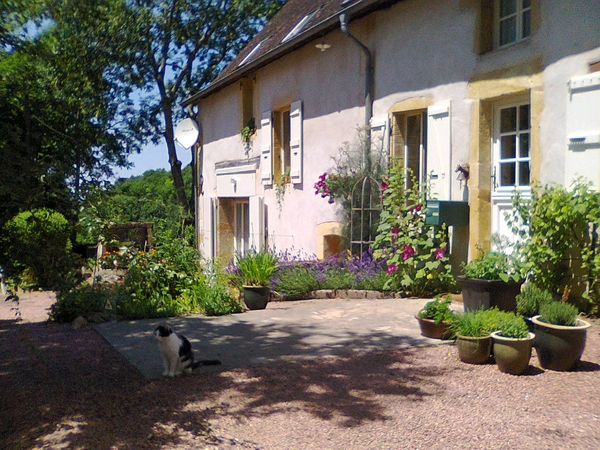 Housesitting assignment in Semur-en-Brionnais, France