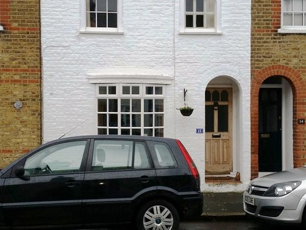 Housesitting assignment in Twickenham, United Kingdom