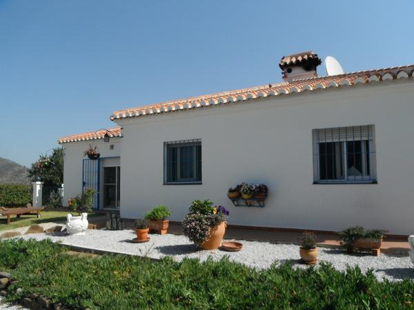 Housesitting assignment in Sayalonga, Spain