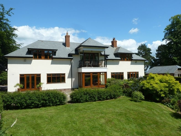 7 weeks holiday in cheshire countryside, large garden, hot tub, pool table and only 2 cats to look after!