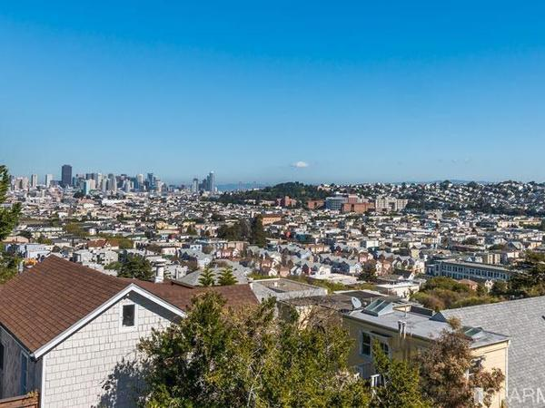 Charming San Francisco house with a sweet cat