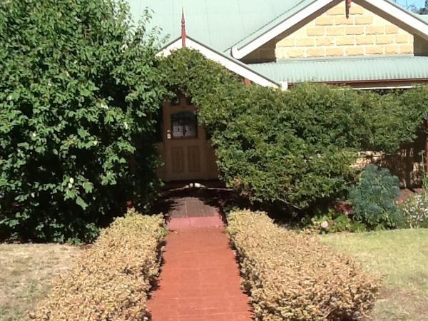 Housesitting assignment in Eltham North, Victoria, Australia