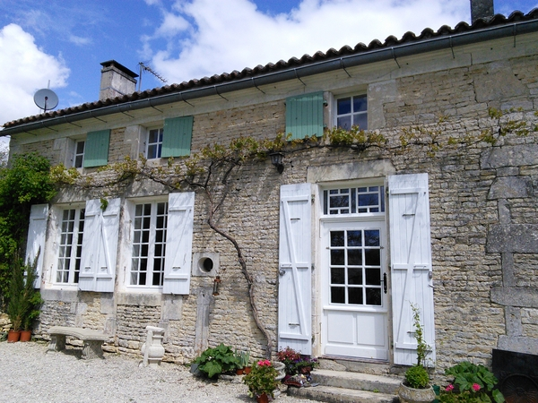 Housesitting assignment in Villiers-Couture, France