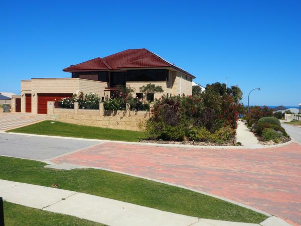 Pet and house sitter required for 4 months in Jindalee, Western Australia