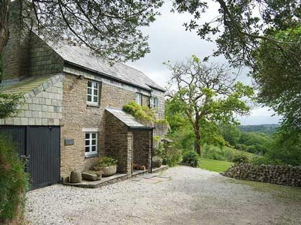 URGENT - Cornish cottage in beautiful secluded  location with two friendly cats.