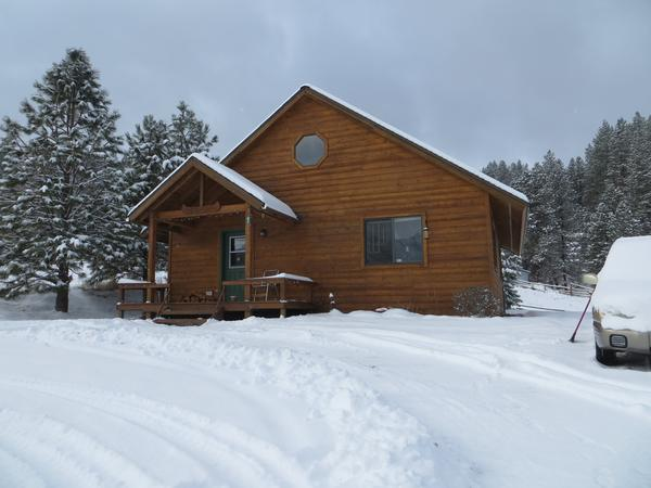 Sitter for two dogs, cozy cabin in foothills of Idaho mountains