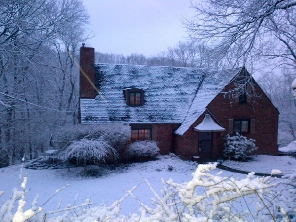 Peaceful cottage in quiet wooded village minutes from downtown Pittsburgh