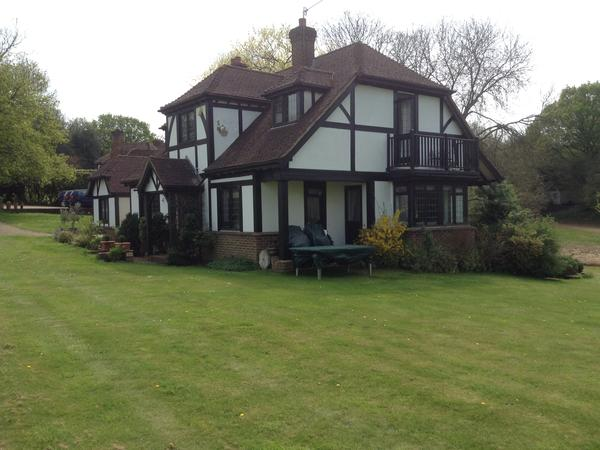 Housesitting assignment in Gomshall, United Kingdom