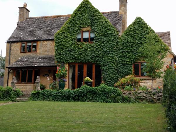 URGENT RELISTING Due To Housesitters Pulling OUt - Beautiful Cotswold Home needs a sitter for 2 Goldendoodle dogs, 3 cats and 10 chickens from Tuesday 15th August  - Sunday 20th August 2017