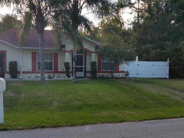 House close to the Beach in Florida! W/ little pool, malls around, 1hour to Orlando, car available