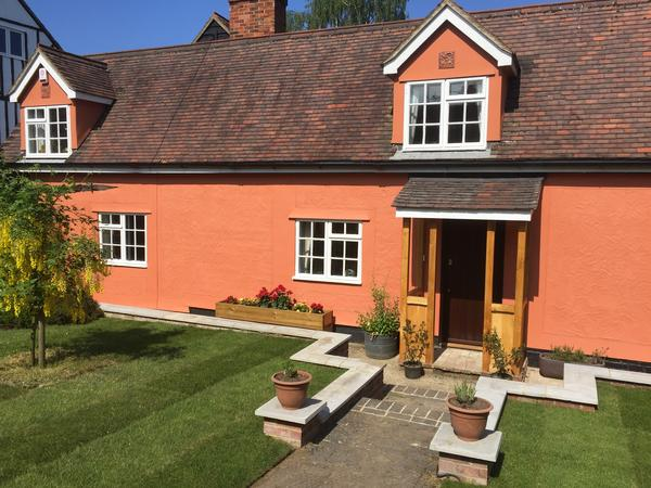 Period Cottage on Essex/Suffolk border with 3 dogs and 5 chickens