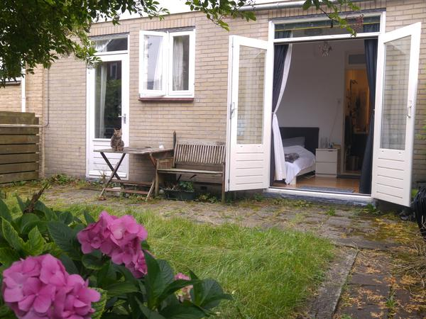 Bright, quiet and comfortable home near Amsterdam. 2.5weeks -dates to be confirmed.