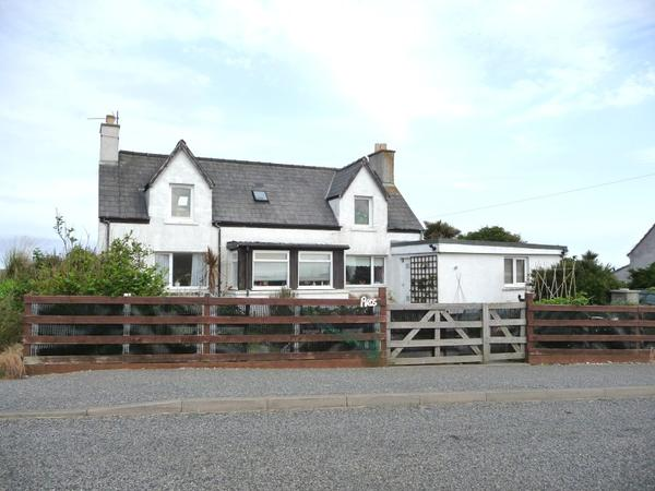 Traditional croft house with sea views 15 minutes from Stornoway