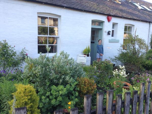 Beautiful Edinburgh in lovely cottage with leafy garden