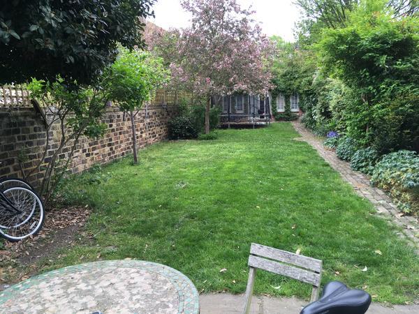 Housesitting assignment in Shepherds Bush, United Kingdom