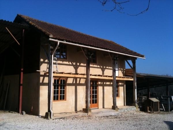 House, garden and animal caretaker (s) needed URGENTLY