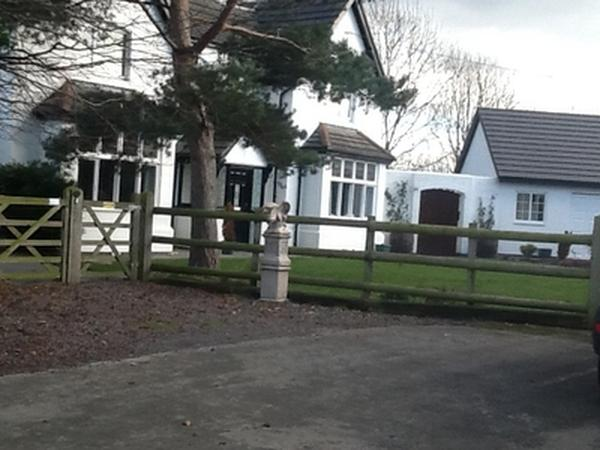 Sitter required for large detached house with grounds in Chester 3 dogs