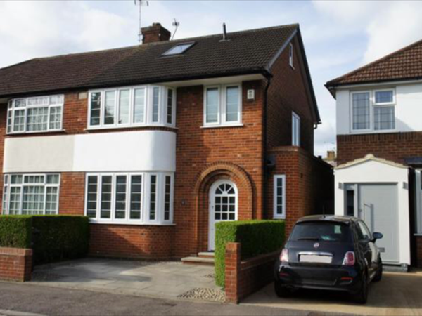 Long weekend house-sit in Hertfordshire?