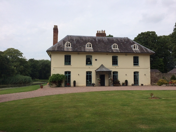 House sitter required to look after 5 dogs and 2 cats. beautiful Herefordshire Country House, 4 acres with lake.