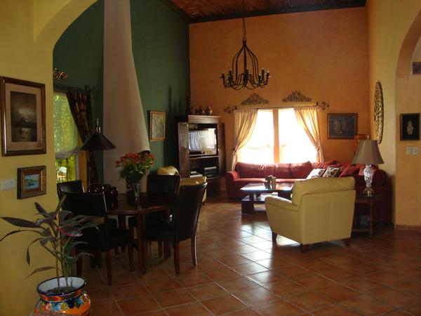 San Miguel de Allende - Colonial Mexico UNESCO World Heritage Site - beautiful country house with maid and car - cuddle our three loving rescue dogs and enjoy the warmth and hospitality of this magical city