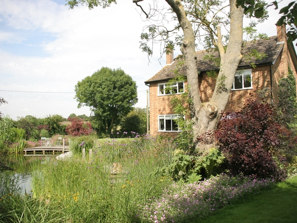 Pet/house/garden sitter needed for approx 6 weeks in 2016