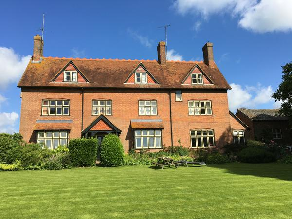 House and pet sitters needed  in Buckinghamshire in July