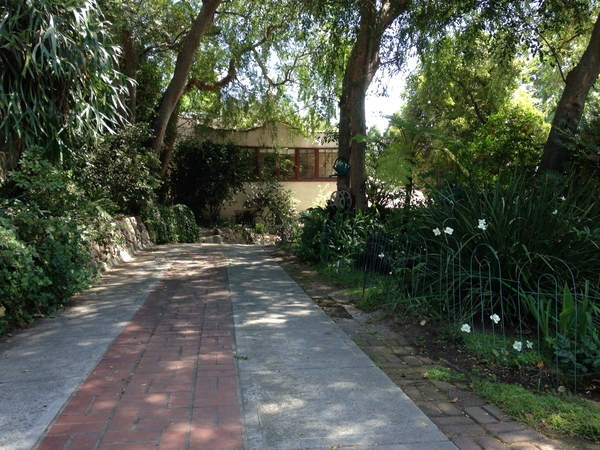 Animal lovers needed for lovely Pasadena (Southern California) home and garden