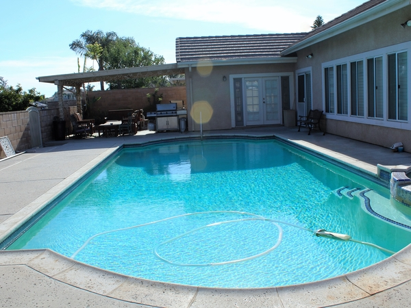 4 Bed-3 Bath House w/Pool