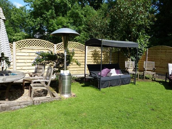 House sitting 2 fur babies semi rural Warwickshire