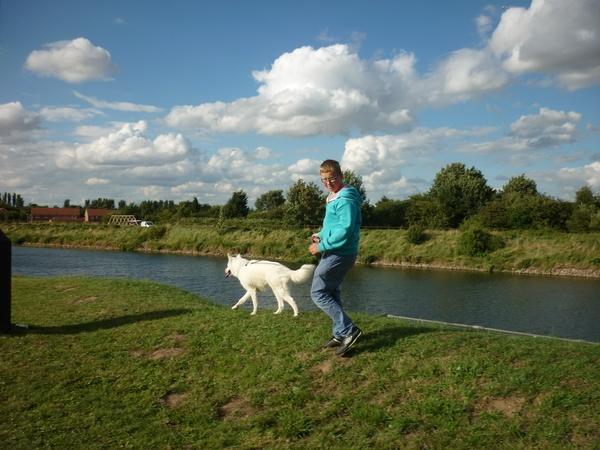 House/Dog sitter for 4 weeks, riverside location