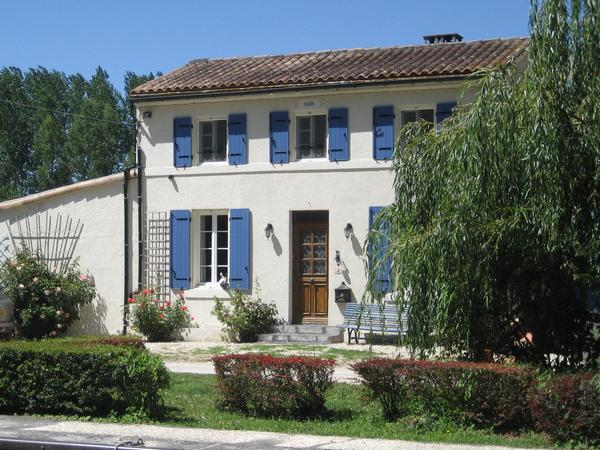 Housesitting assignment in Châteauneuf-sur-Charente, France