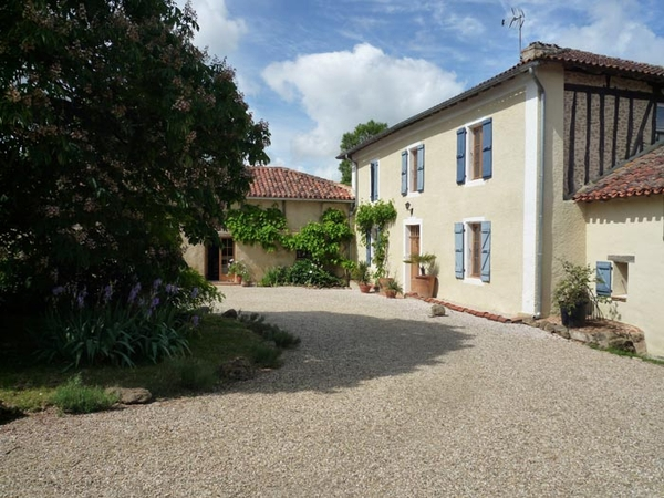 Pet/house sitter needed for 3 cats, 3 chickens and sheep. Converted farm house in South West France.